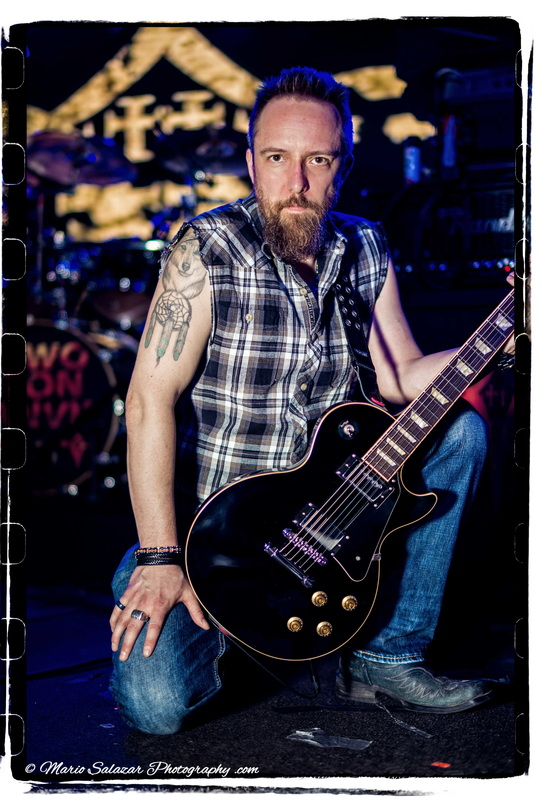 guitarist-rocker-musician-two-ton-anvil-chicago-lespaul-gibson-music-heavy-metal